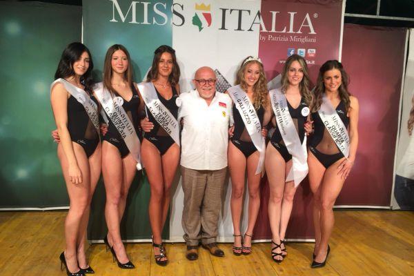 Il Presidente Enio Turrini fra le vincitrici